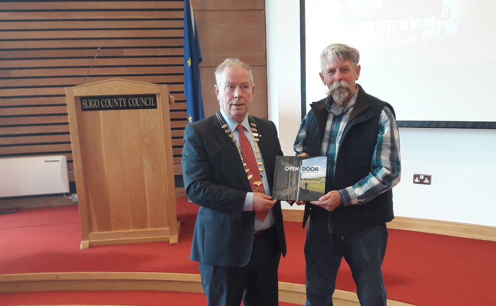 Visitors from Orange County New York meet Cathaoirleach