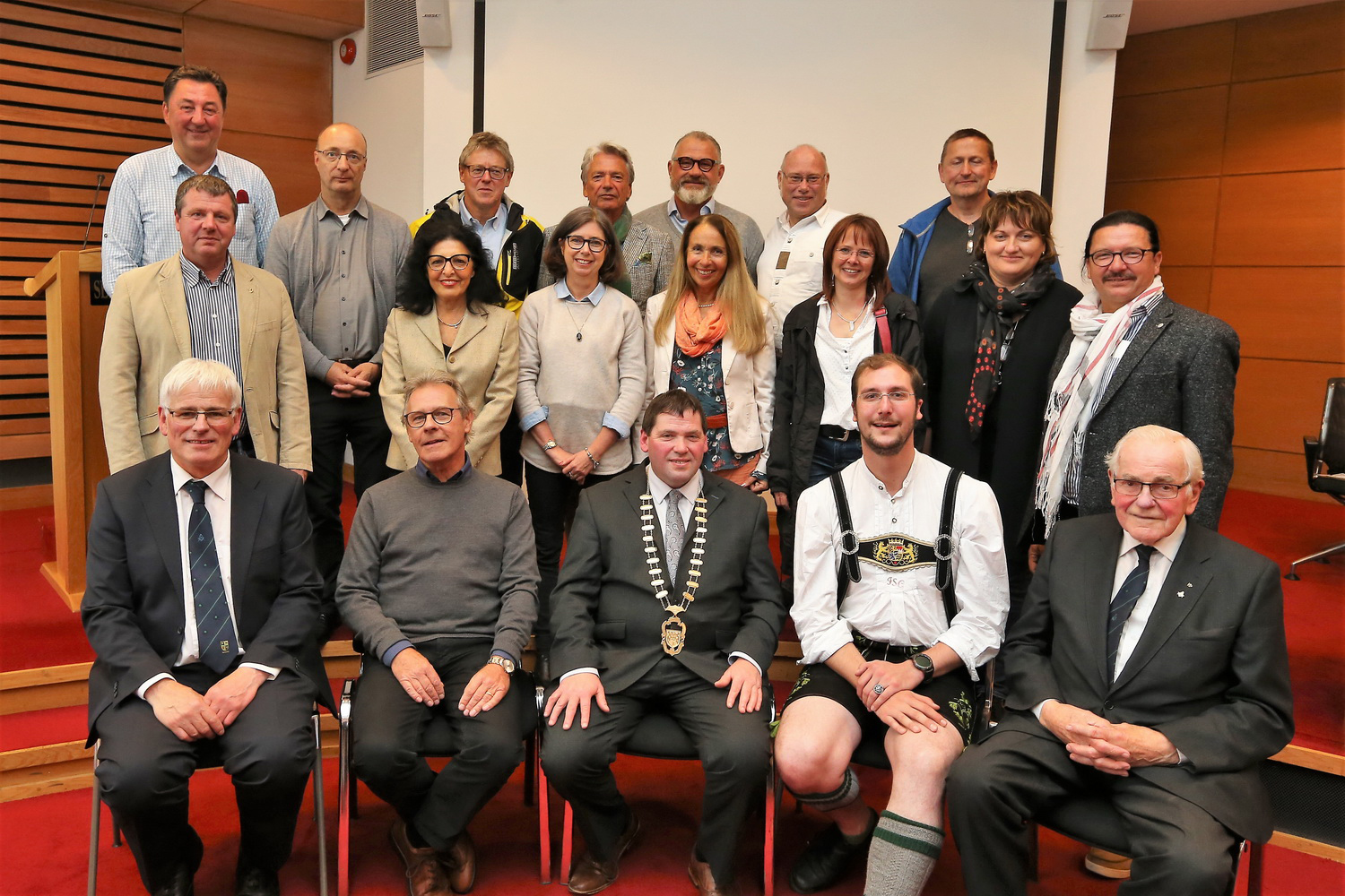 Cathaoirleach Welcomes Guests from Kempten and Crozon  Photo 4